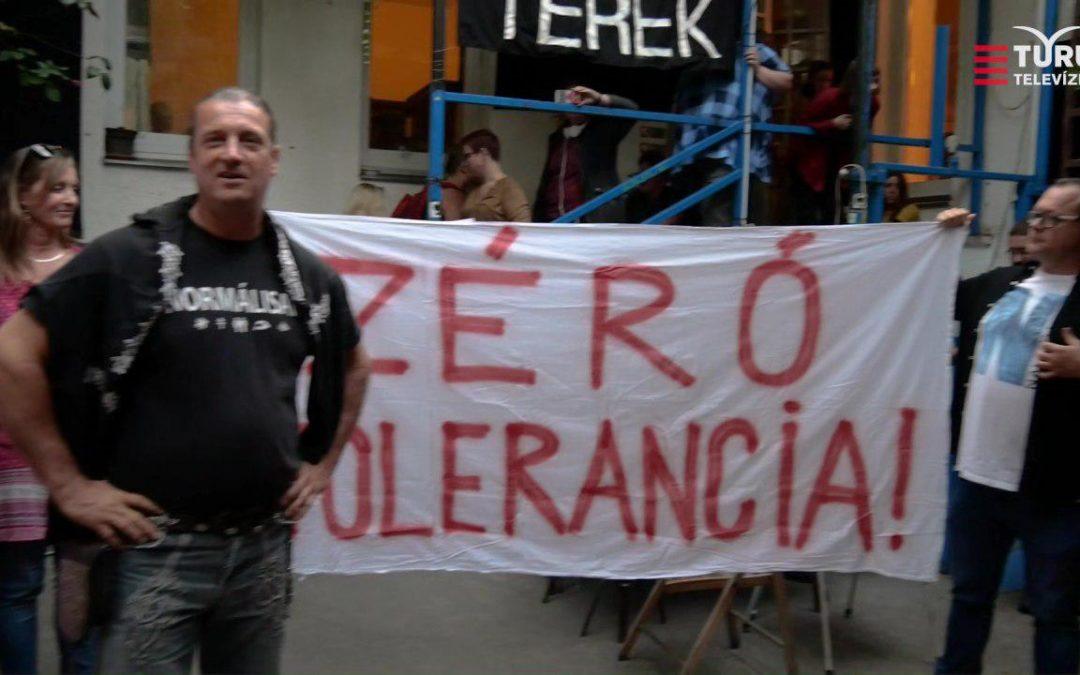 Tegnap az Aurórában jártunk és zéró toleranciát hirdettünk a magyar ifjúságot célzó LMBTQ tevékenységgel szemben