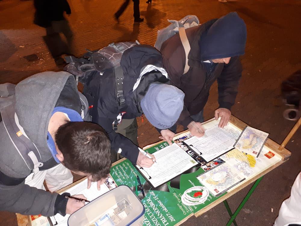 Aláírók Trianon ellen a Lehel téren